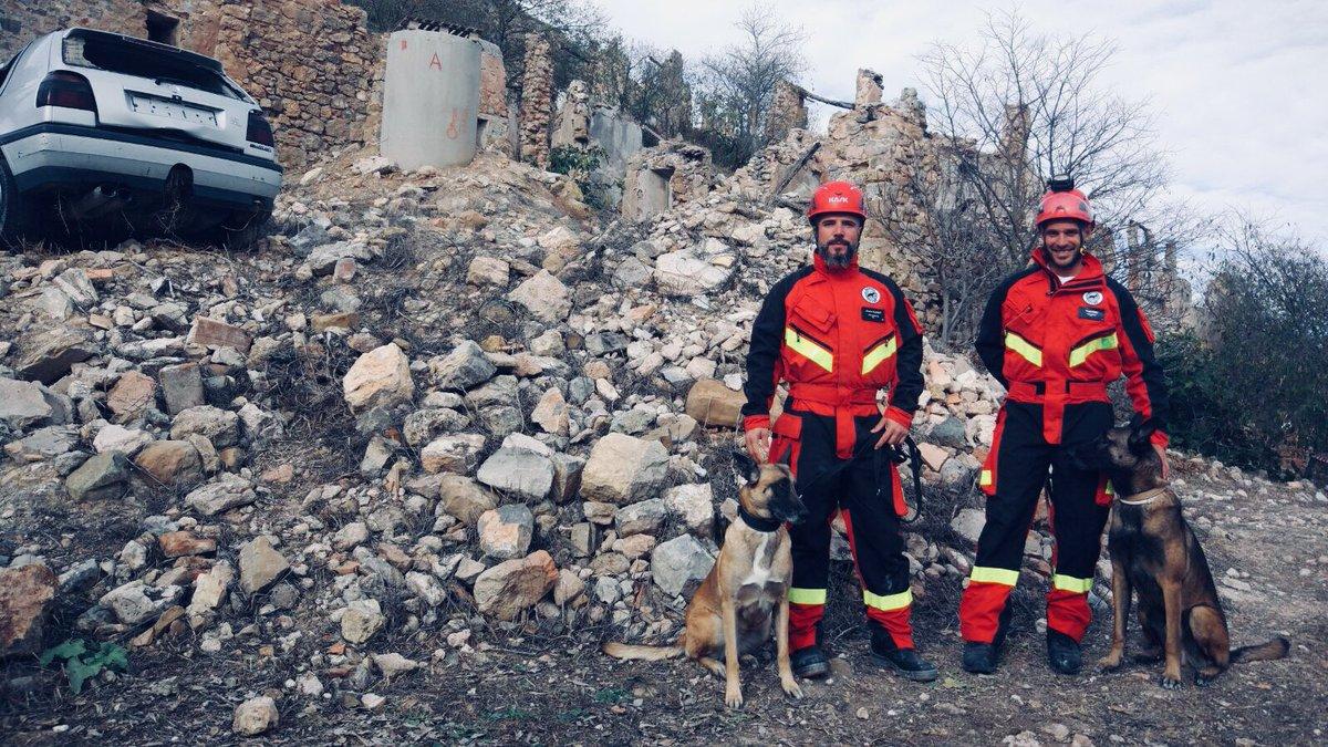 """<p>TweetUna vez más, hemos participado con dos de nuestros binomios : Jaume – Llesca y Sergio – Titán en las VIII Jornadas técnicas de equipos cinológicos de Rescate. (#SOSRiba17 ) """"Una treintena de especialistas en rescate con perros en zonas colapsadas procedentes de las Islas Baleares, Madrid, Málaga, el País […]</p>"""